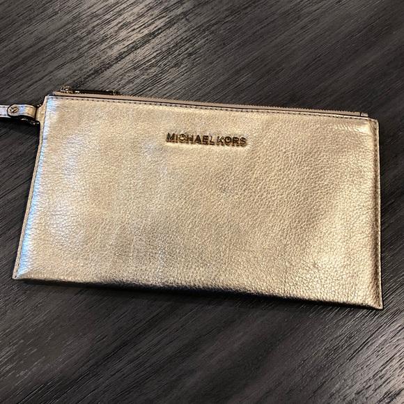 9e3a932b993c6 Michael Kors Bedford Large Zip Clutch - Pale Gold